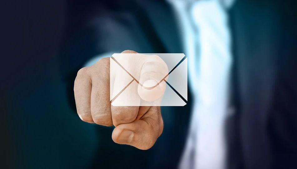 intrusion mails messagerie conjoint violence conjugale psyhologique illicite justice